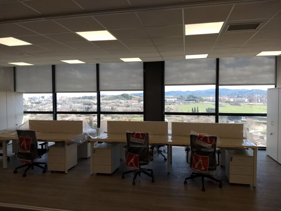 Cortinas enrollables para oficina con tejido técnico screen