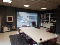 Cortinas enrollables tejido tecnico screen para sala de juntas en oficina de Cervello